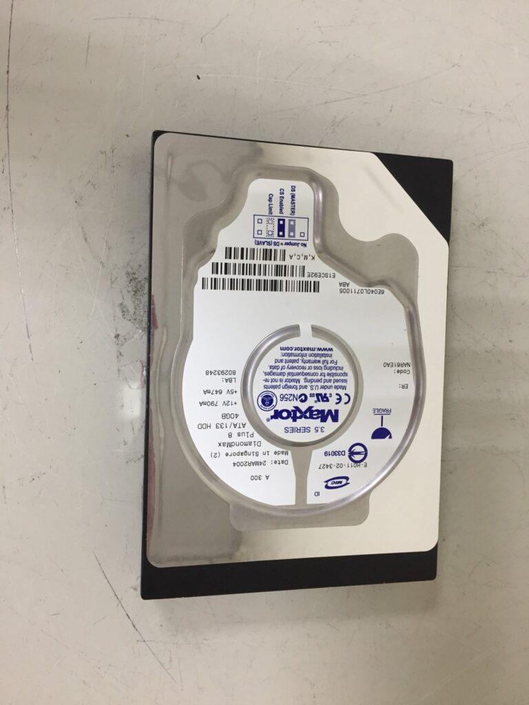 這張圖片的 alt 屬性值為空,它的檔案名稱為 MAXTOR-E-H011-02-3427-40GB-3.5-INCH-7200-RPM-IDE-HARD-DRIVE-768x1024.jpg